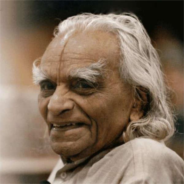 Profil BKS Iyengar'a - twórca metody ćwiczeń jogi stosowana w jeleniogórksim studiu Candra